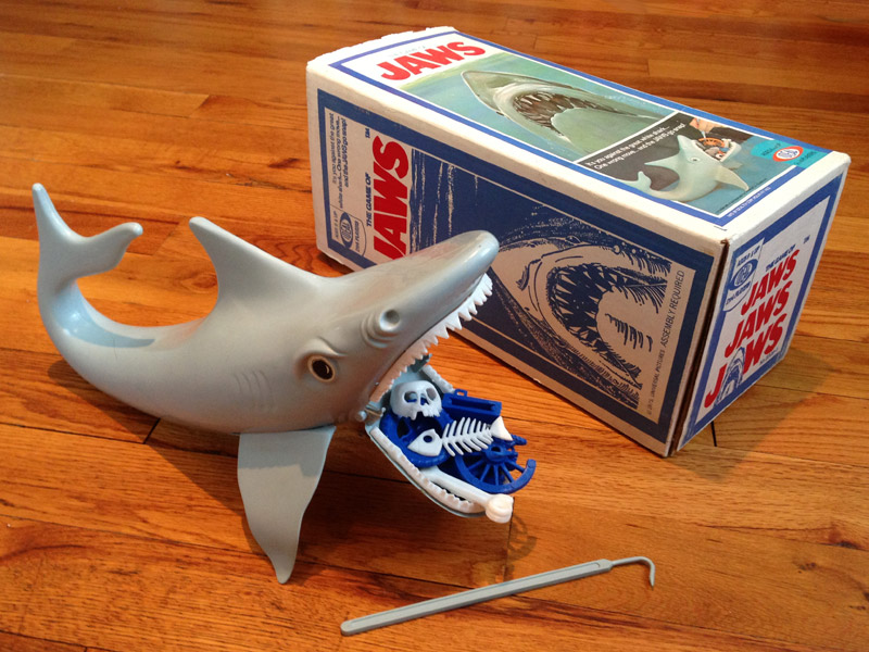The Game of Jaws, Ideal, 1975